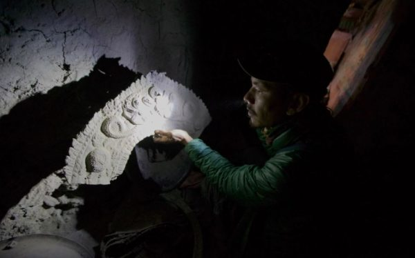 """Archaeologists scanning overseas for """"stolen"""" artifacts of Nepal"""